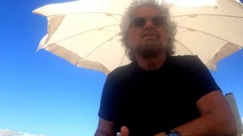 """Grillo picchia un giornalista. """"Mi ha aggredito in spiaggia"""""""
