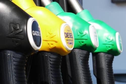 In arrivo la stangata sul diesel: governo pronto ad alzare le accise