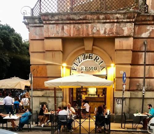 Ai ristoranti norme contro gli scippi: legano le borse dei clienti