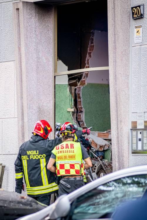 Milano, violenta esplosione in un condominio in piazzale Libia 2