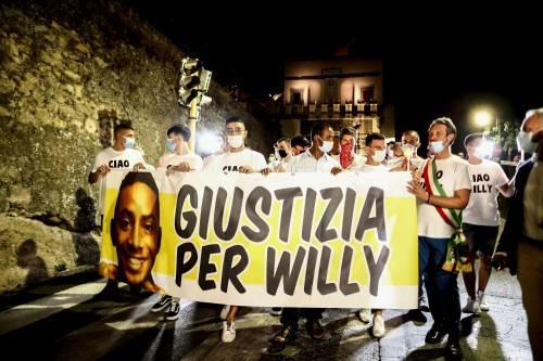 """Palloncini e magliette per Willy: """"Una morte barbara e ingiusta"""""""