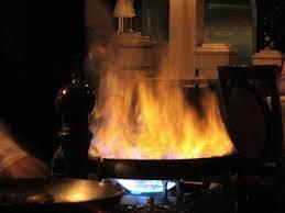 Il flambè al banchetto manda a fuoco la sposa: gravissima