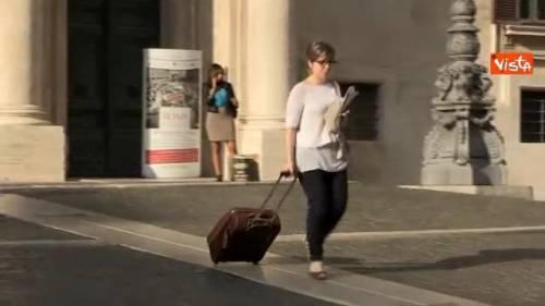 """""""Si vedono solo trolley"""". Altri 7 giorni di vacanza per i nostri parlamentari"""