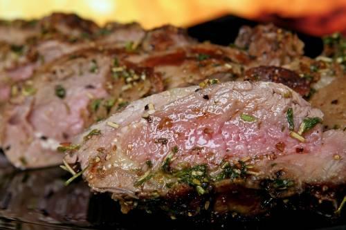 Perché cuocere lentamente la carne fa bene alla salute