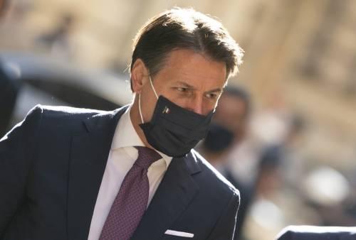"""Il gel adesso fa tremare Conte. Mani """"sporche"""" a Palazzo Chigi"""