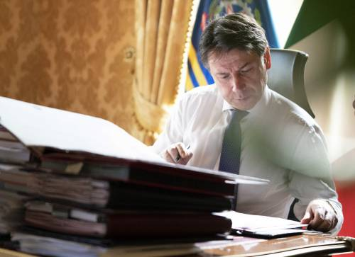 """L'ultimo avvertimento dell'Ue. Italia """"sottomessa"""" a Bruxelles"""