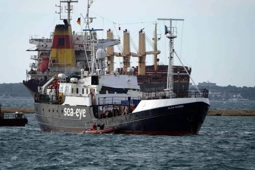 """Sea Watch si lamenta pure """"A Olbia un"""