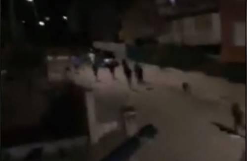 """""""Qui adesso è panico assoluto"""" Migranti ora invadono le strade di notte"""