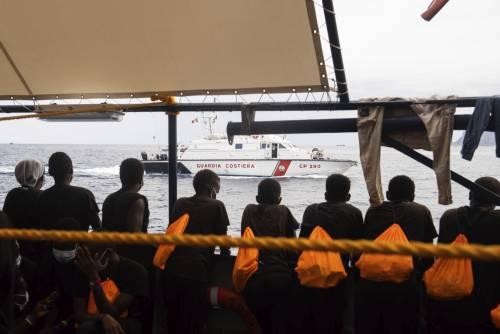 Maxi sbarco a Trapani: la Sea Watch ci scarica 455 migranti