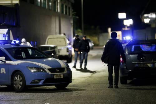 Una notte di fuoco a Napoli Polizia spara: morto un ladro