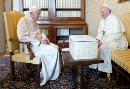 Il mistero della scatola che Ratzinger consegnò a papa Francesco
