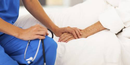 """""""Ha stuprato una 95enne malata di Alzheimer"""". Orrore nella casa di cura francese"""