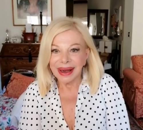 """Sandra Milo non si tiene: """"Palestrati mi mandano foto senza mutande"""""""