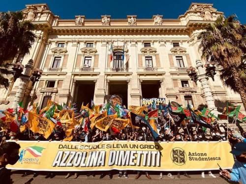 """""""Ora Azzolina dimettiti"""". La protesta """"travolge"""" il ministro dell'Istruzione"""