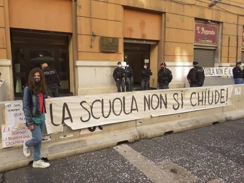 """Campania, rivolta contro De Luca: """"Chiusura scuole è una sconfitta"""""""