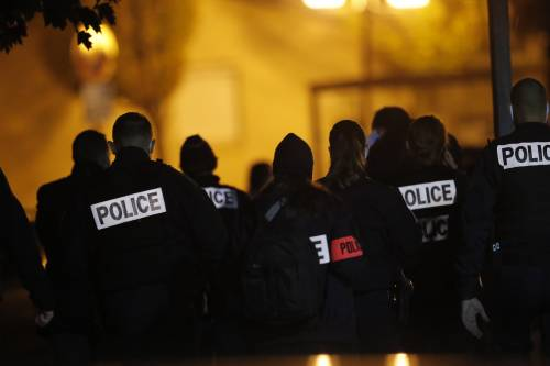Francia, approvata legge sulla sicurezza: vietato diffondere foto polizia