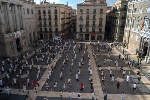 In Irlanda il primo ritorno al lockdown dell'Ue. E la Spagna pensa a un coprifuoco generale