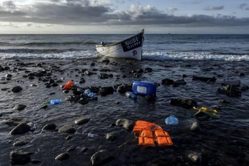 Lampedusa presa d'assalto. Oltre 600 arrivi in un giorno