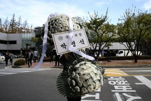 Morto a 78 anni il padre della Samsung. Dalla frutta al colosso dell'elettronica