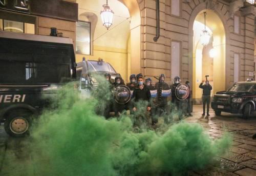 Alta tensione in piazza: disordini a Torino e Milano 5
