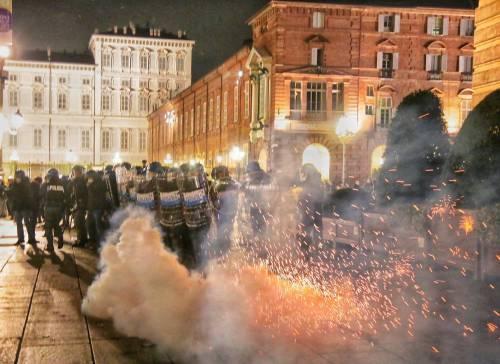 Alta tensione in piazza: disordini a Torino e Milano 6