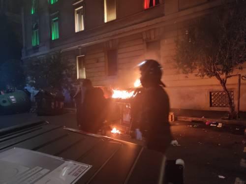 Cariche e scontri tra polizia e antagonisti a Roma 4