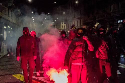 Ecco i bulli in mascherina che devastano le nostre città