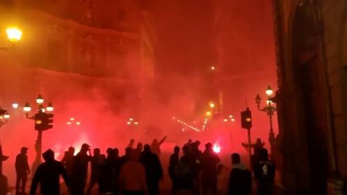 Scoppia il caos pure a Palermo: bombe carta contro la polizia