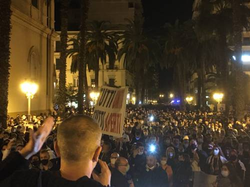 Taranto, la manifestazione anti-lockdown 4