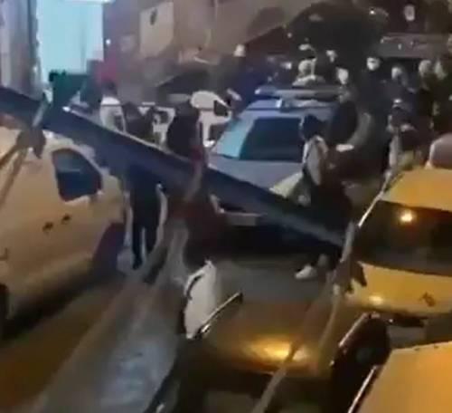 Napoli, maxi festa di nigeriani Arriva la polizia: feriti 8 agenti