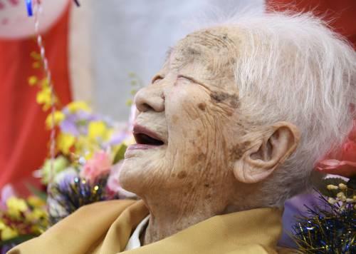 Tanaka, tedofora record a 118 anni