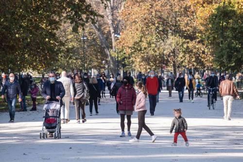 """Piazze e parchi ancora invasi dalla gente Zampa: """"Controlli o interviene l'esercito"""""""