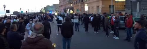 Napoli, centinaia di persone al San Paolo per ricordare Maradona