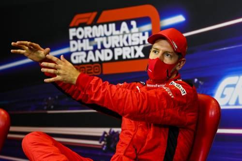 Vettel, lezione di guida e stile a Leclerc