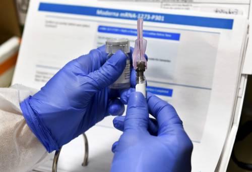 """Covid, Moderna: """"Vaccino efficace al 94,5%"""". Si può conservare in frigo"""