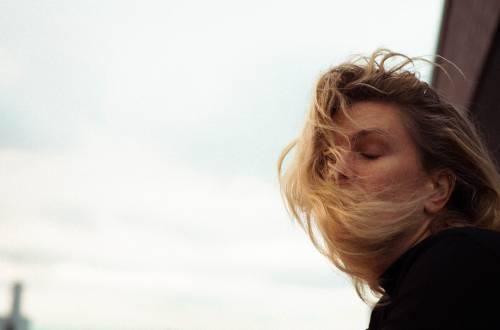 Menopausa, sintomi e rimedi naturali per viverla serenamente