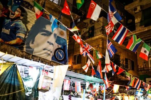 Napoli piange il suo mito Diego Armando Maradona 2
