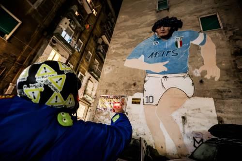 Napoli piange il suo mito Diego Armando Maradona 3