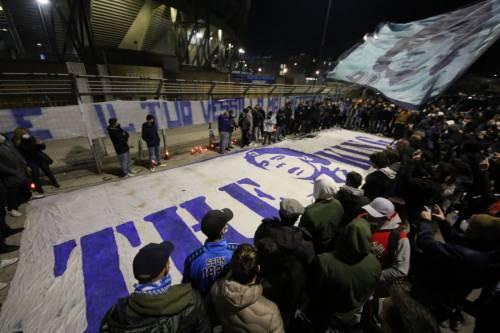 Napoli piange il suo mito Diego Armando Maradona 5