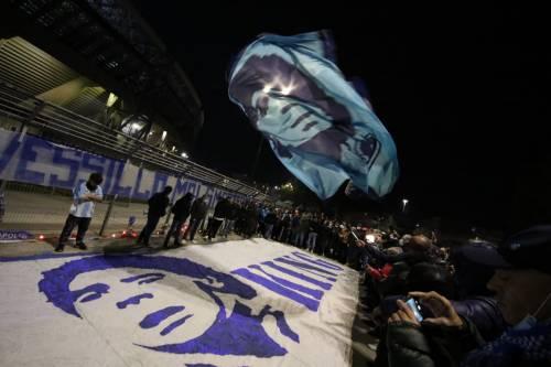 Napoli piange il suo mito Diego Armando Maradona 6