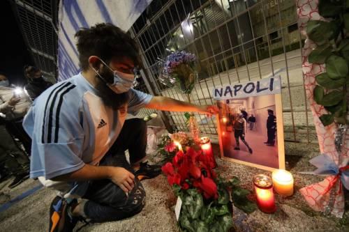 Napoli piange il suo mito Diego Armando Maradona 7
