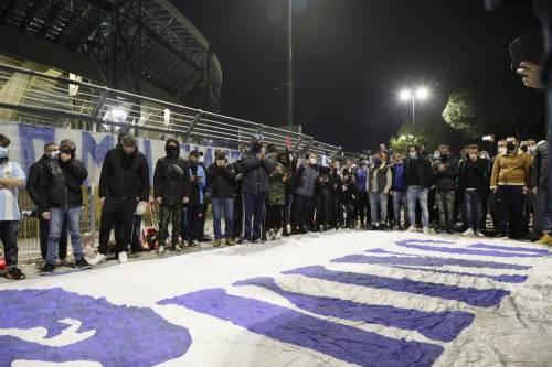 Napoli piange il suo mito Diego Armando Maradona 11