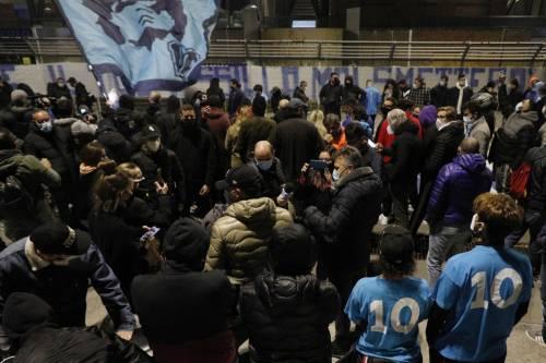 Napoli piange il suo mito Diego Armando Maradona 13