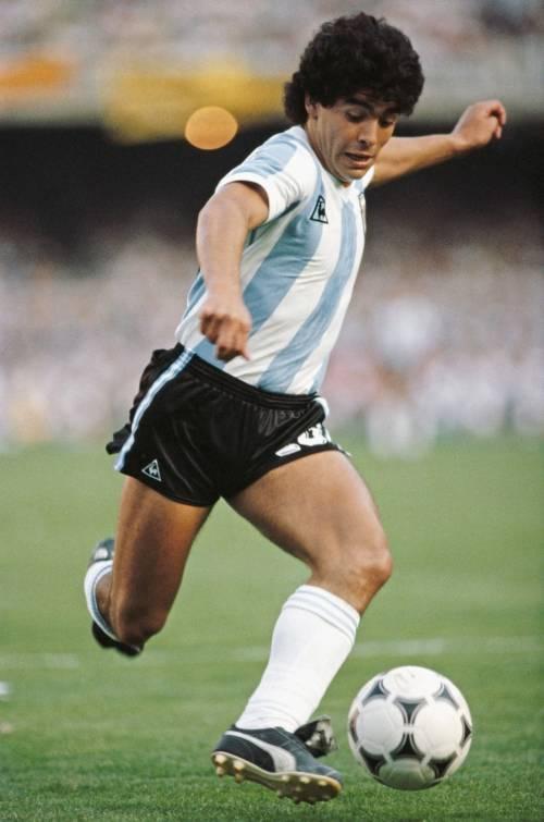 """Le parole choc della Pausini su Maradona: """"Uomo poco apprezzabile"""""""