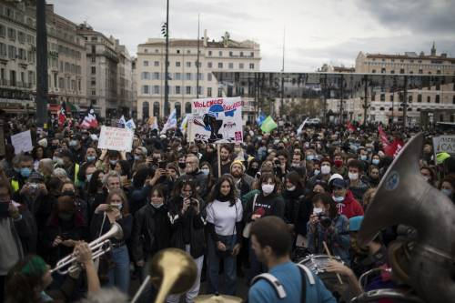 Manifestazioni e incidenti in Francia: le immagini delle proteste 6