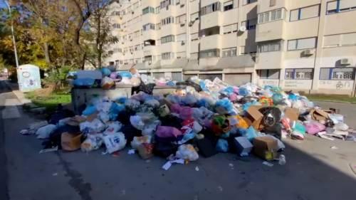 Palermo sommersa dai rifiuti: materassi e motorini in discarica 6