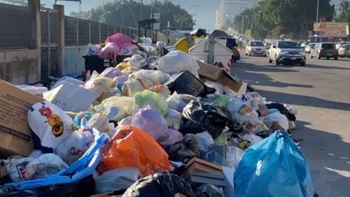 Palermo sommersa dai rifiuti: materassi e motorini in discarica 7