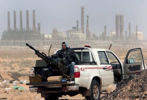 "Libia, la guerra dei mercenari: la ""linea Maginot"" nel deserto"