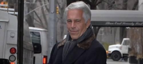 """Ex dipendente di corte rivela: """"Epstein fu ucciso per coprire il principe Andrea"""""""