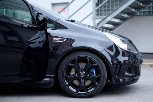 """Il colore dell'auto? È decisivo Fate attenzione al """"total black"""": quanto vale"""